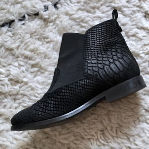 ASOS AT HOME Leather Chelsea Boot in Black Snake